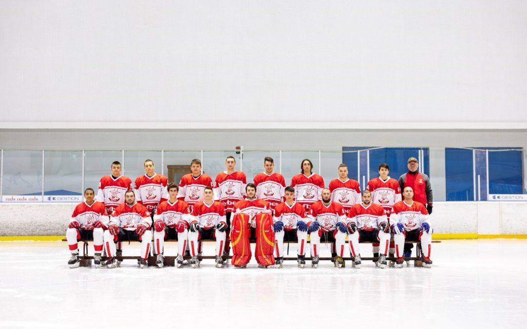 Разпродажба на хокейни фанелки на ЦСКА от изминали сезони